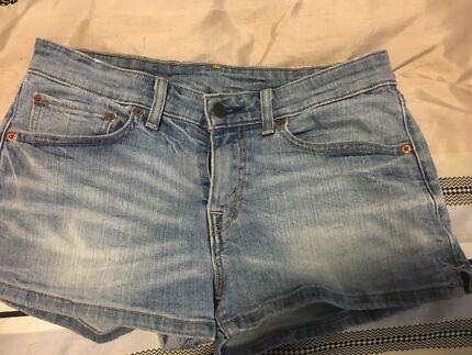 Levi demin shorts