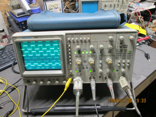 Tektronix 2246 MOD A Four Channel 100 MHz Oscilloscope In working condition