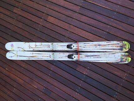 Line Sir Francis Bacon Pow Ski with Marker Bindings