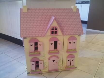 ELC DOLLS HOUSE WITH DOLLS AND FURNITURE Beaumont Hills The Hills District Preview