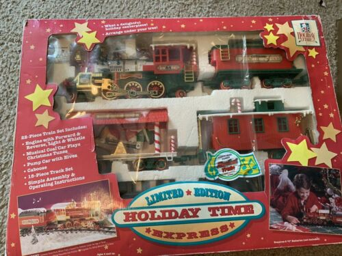 1986 Vintage Holiday Time Limited Edition Express 22 Piece Musical Train Set