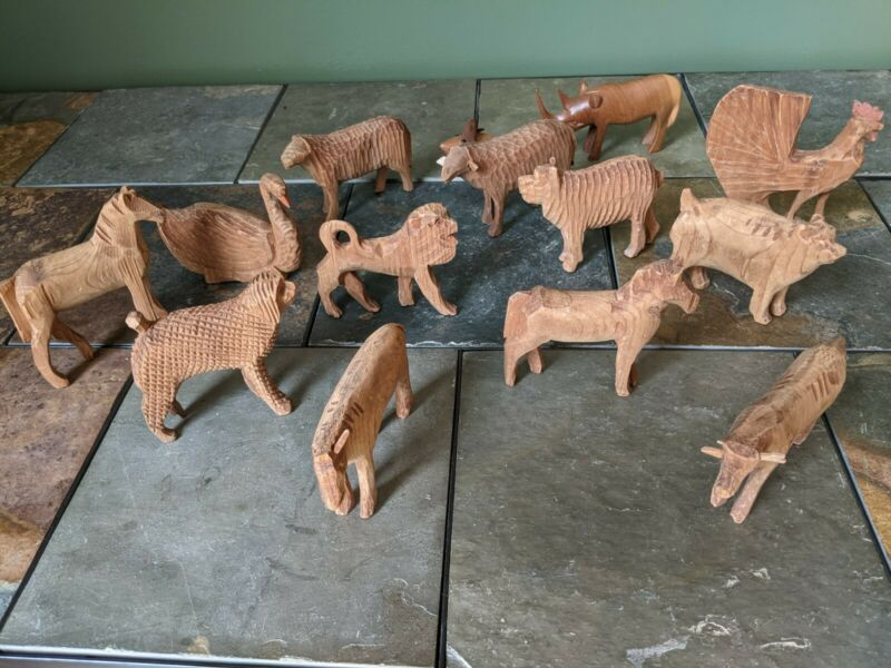 UNIQUE VINTAGE 14 PIECE HAND CARVED ANIMALS SET