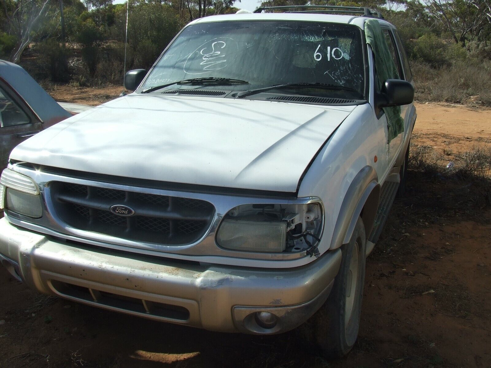 Car Parts - 1998-2000 Ford Explorer wagon 2 complete cars for wrecking all parts available