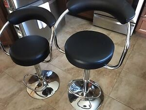 Hydraulic bar stools