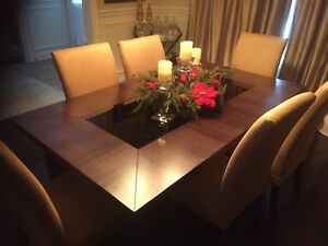 Dinning room table and chairs / read description