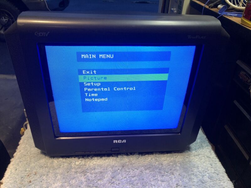 Vintage-style Black 14-inch RCA TruFlat tube CRT gaming monitor television TV