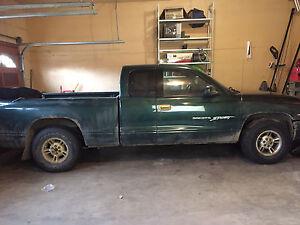 2000 Dodge Dakota Extended Sport $2400.00 obo