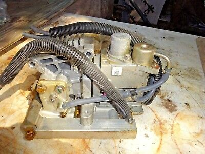 - 2001 Yamaha 200 hp  2-stroke outboard fuel injection pump 68f-24470