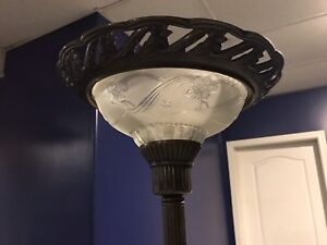 LIKE NEW! Antique Lamp for Sale!