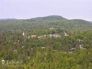 Val David  à moins de  3 km du village 2 acres