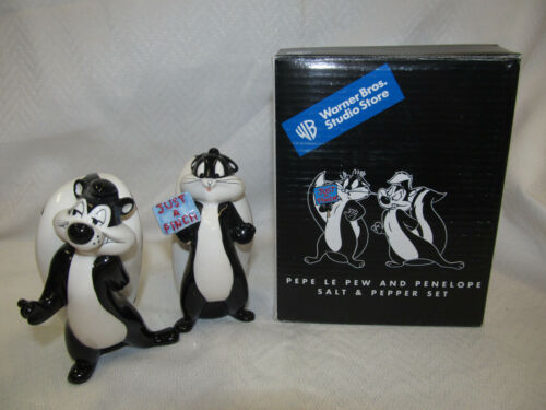 2001 WARNER Brothers PEPE LE PEW & PENELOPE JUST A PINCH SALT & PEPPER SHAKERS