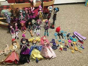 15 Monster High & 4 Ever After Dolls
