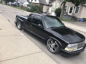 2001 Chevy S-10 with Airbags!!!