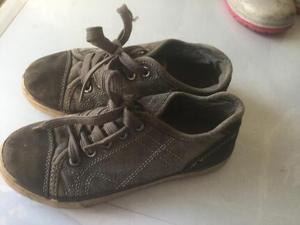 Boys size 13 canvas shoe