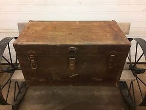 Vintage travel steam trunk. Coffee table!