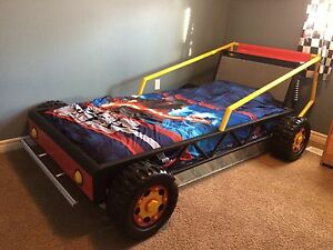 Metal race car bed (single)
