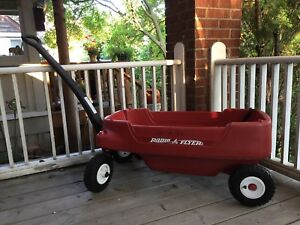 Radio Flyer Deluxe Wagon