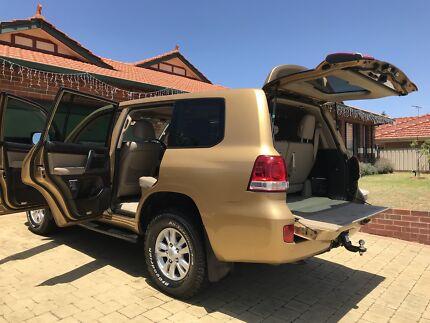 Gold Landcruiser Sahara 2007 VERY LOW 96,000kms