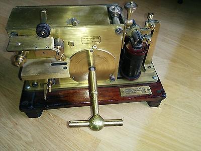 Antike Morseanlage, Telegraph, Morsegerät von Siemens & Halske mit Doku von 1869