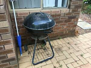Jumbuck Kettle BBQ 7 years old. Broken Handle but goes well Woodvale Joondalup Area Preview