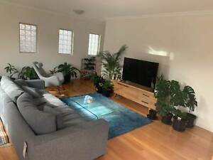 Living with professionals in a luxurious and fully-furnished townhouse
