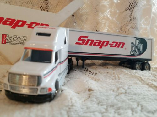 SNAP-ON TOOLS LIMITED EDITION 1996 FREIGHTLINER 1:64 SCALE BY WINROSS VINTAGE 1