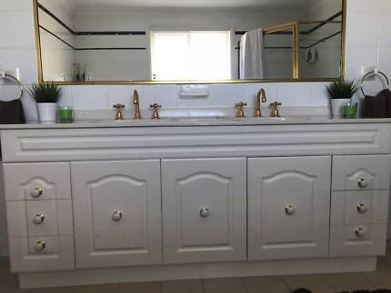 1800MM BATHROOM DOUBLE SINK, WHITE VANITY & SPA
