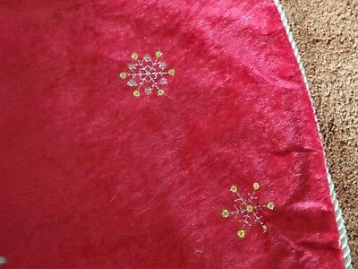 Christmas Tree Skirt red with glitter snowflakes