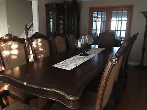 Solid wood traditional 10 seating dining room set