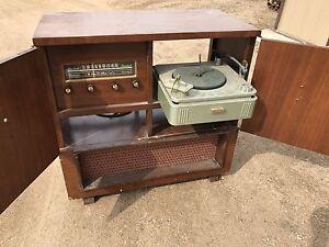 Retro record/radio player