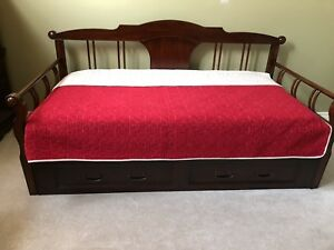 Bombay & Co. Day Bed with Trundle (Twin)