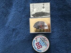 Wayne Gretzky collectors signed puck and gold card