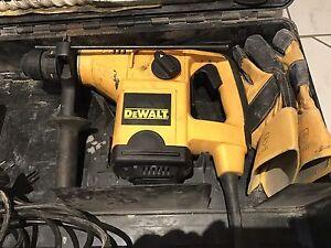 Dewalt D25405K 32mm Heavy Duty SDS-Plus Combination Hammer 240V Woodside Adelaide Hills Preview