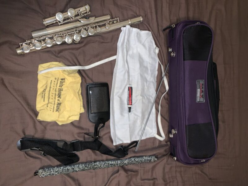 Vintage Armstrong Flute  104  with Carrying Case and Cleaning Rods