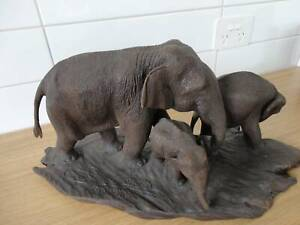 Sculpture - a magnificent sculpture of a family of elephants