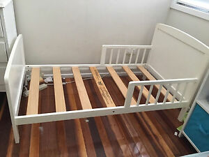 Mothers Choice toddler bed - white Strathpine Pine Rivers Area Preview