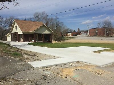 Large Brick House   Land In Middle Tennessee