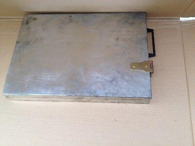 H/  Geld/Schmuck kasette Chrom aus Bank Schliessfach Tresor 37x24x4,5 cm Waffen?