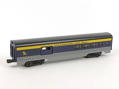 Lionel 6-19145 Chesapeake Ohio Combo Passenger Car O Scale Model Trains