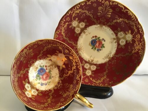 Amazing Aynsley England Heavy Filagree Gold Floral Cup & Saucer