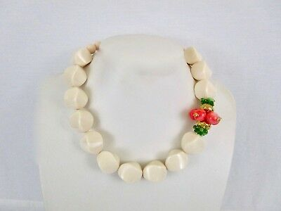 Chunky Bead Choker With Coral and Green Beads 18