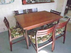 PERFECT CONDITION EXTENDABLE DINING TABLE AND SIX CHAIRS Crows Nest Toowoomba Surrounds Preview