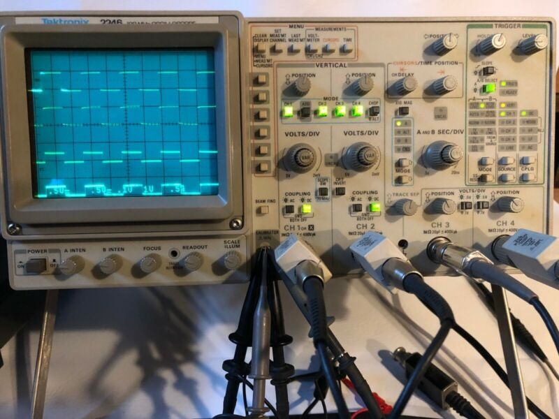 Tektronix 2246A Four Channel 100 MHz Oscilloscope, 5 probes, power cord