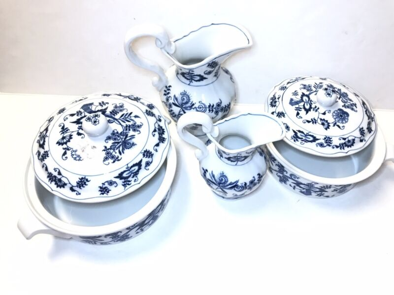 BLUE DANUBE BLUE ONION PATTERN 2 ROUND CASSEROLE WITH LID & 2 PITCHERS