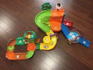 Vtech Activity Zoo with 2 anaimals