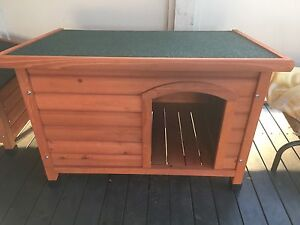 Small timber dog kennel Metford Maitland Area Preview