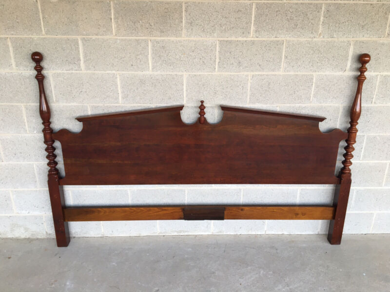 VINTAGE SOLID CHERRY CHIPPENDALE STYLE POSTER KING SIZE HEADBOARD