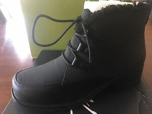 Trotters size 9 black winter boots