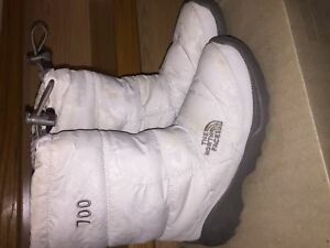 TNF North Face Boots sz 6 womens