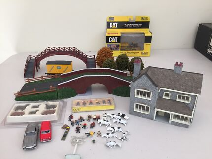 Assorted model rail scenery parts 00 gauge